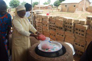 Préparation du soja avec les femmes